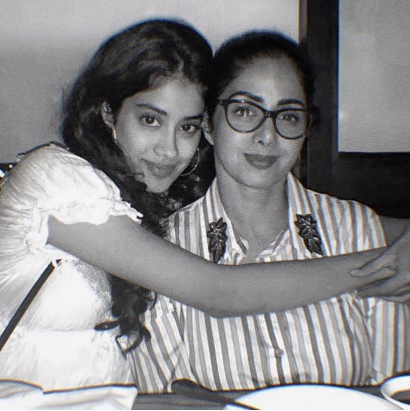 Janhvi Kapoor with her mom Sridevi